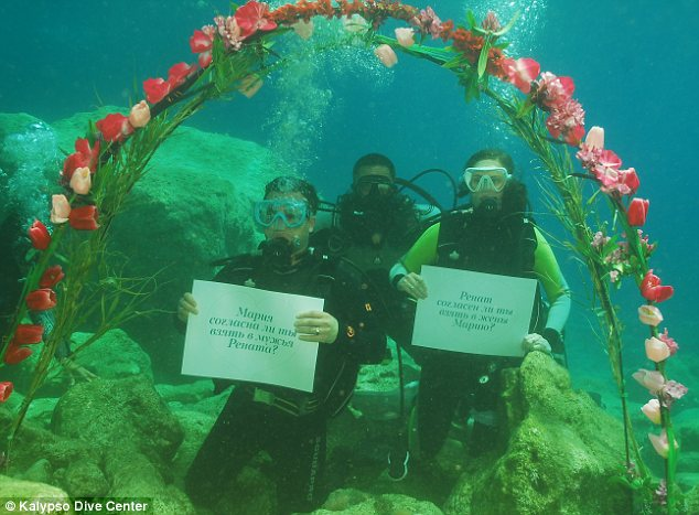 http://dl3.upload.ir//Newsletter15/1553-underwater-marriage/2.jpg