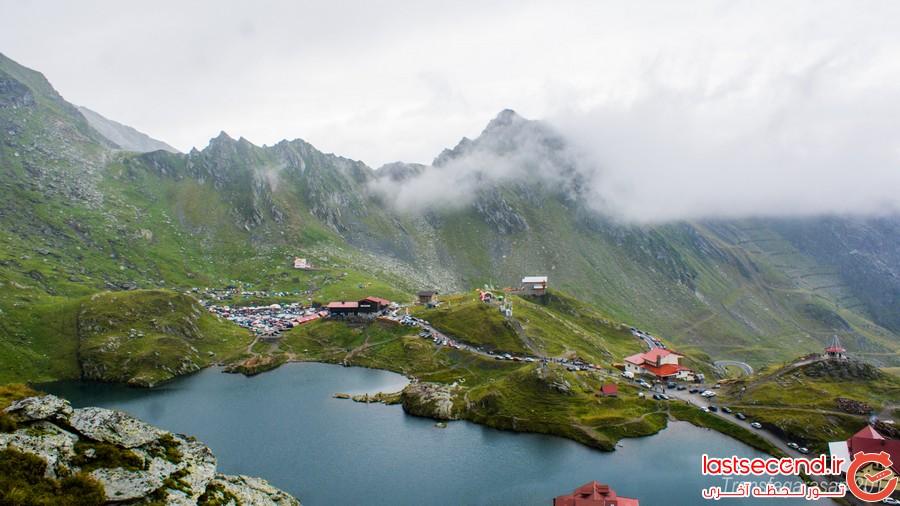 دریاچه ای بی نظیر در قلب رومانی