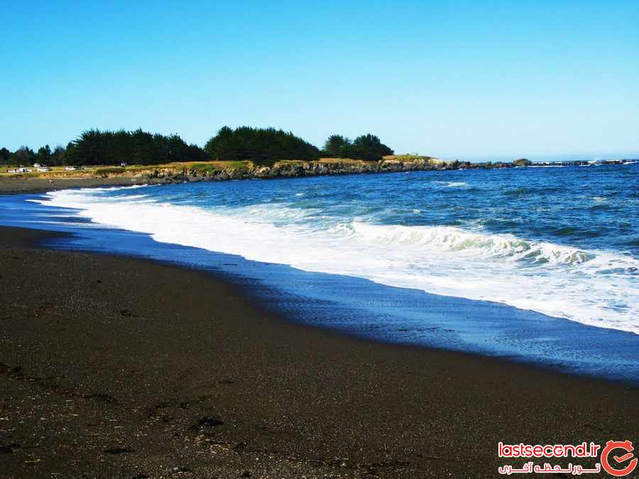12 ساحل سیاه رنگ در دنیا 