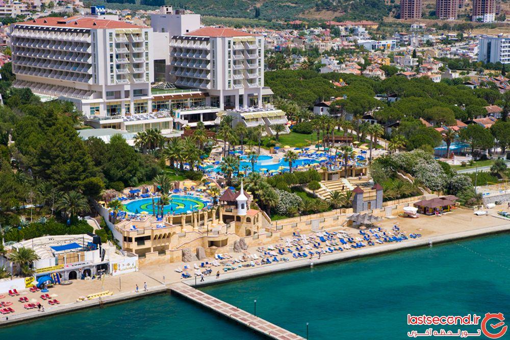 هتل فانتاسیا دلوکس، کوش آداسی