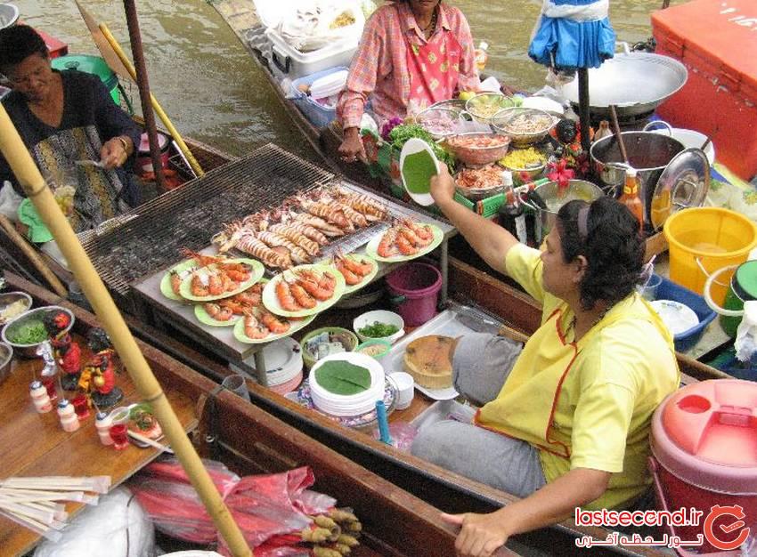بازاری روی آب