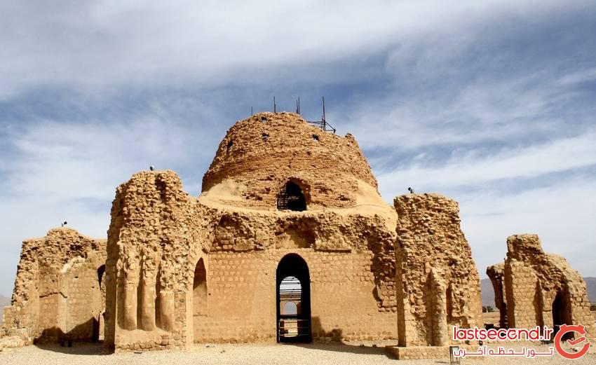 کاخ باشکوه سروستان در استان فارس