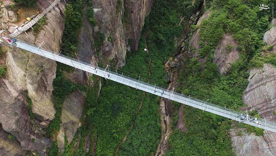 تصاویری از طولانی ترین پل شیشه ای جهان در چین