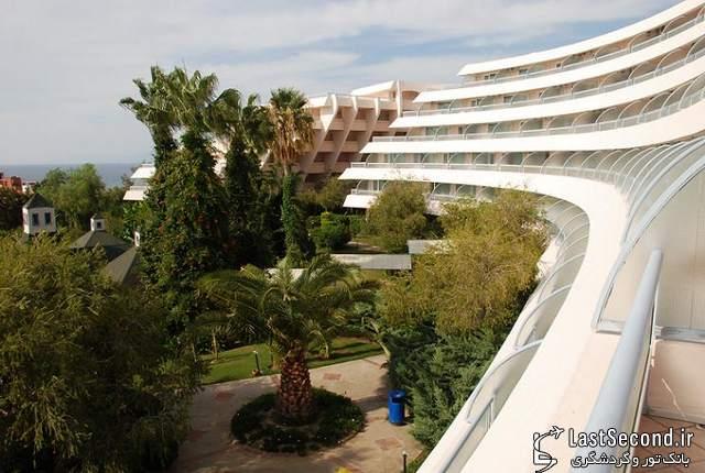 هتل گرند بلو اسکای، کوش آداسی