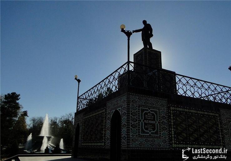 مجسمه لنین جاذبه گردشگری عشق آباد